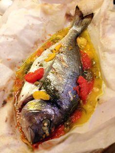 Orata agli agrumi e zenzero al cartoccio – ricetta per l'Acquario Non so da che parte iniziare, la mia personale esperienza con il segno è anche troppa, temo di non essere obiettiva. Ac…