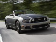 El Ford Mustang Convertible 2012 se ofrece con estos motores: un 3.7LTS V6 de 305CV y un 5.0LTS V8 de 412CV.