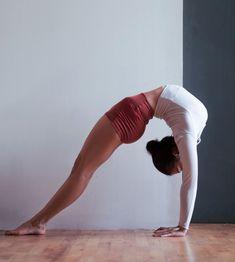 @hannahtaha mastering her backbend in our @aloyoga Elevate Short #aloyoga #beagoddess