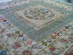 Addicted To Quilts: Medallion Quilt in Liberty Fabrics