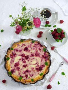 Sitruunainen vadelmapiirakka Yummy Cakes, Quiche, Pancakes, Baking, Breakfast, Koti, Mascarpone, Morning Coffee, Bakken