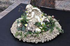 Funeral Bouquet, Funeral Flowers, Grave Decorations, Christmas Decorations, Funeral Flower Arrangements, All Saints Day, Sympathy Flowers, Arte Floral, Ikebana