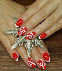 #santanails #xmasnails #christmasnails #rednails #crystalnails #naildesign