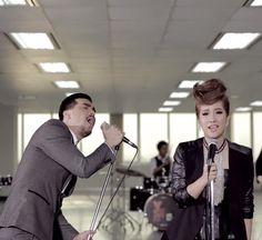 ฟังเพลง เจ็บแค่ไหนก็ยังรักอยู่ - Yes'sir Days feat.ฟิล์ม บงกช (Ost.อย่าลืมฉัน) MV เนื้อเพลง ดาวน์โหลด | SongDEE.com