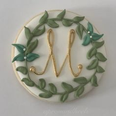 Rustic greenery green, white and gold monogram sugar cookie tutorial video Wedding Cake Cookies, Wedding Cupcakes, Flower Cookies, Cupcake Cookies, Sugar Cookies, Biscuit Decoration, Monogram Cookies, Sugar Cookie Royal Icing, Wedding Shower Decorations