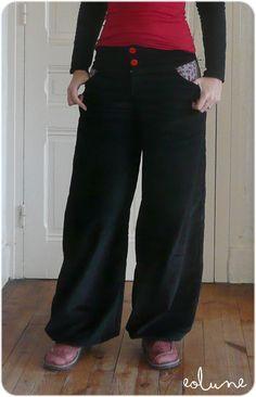 Mon nouveau doudou, tellement confortable que je pourrais le porter en pyjama... C'est un pantalon en velours à grosses côtes noir (♥ j'ador...