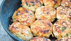 Lighter than a steak, spicier than a burger, more flavorful than a chicken breast. Bust out of your dinner rut with these Chicken Taco Burgers! If Mexican is your cuisine. Zucchini Bites, Chicken Zucchini, Taco Burger, Georgian Cuisine, Chicken Tacos, Looks Yummy, Tasty Dishes, Salmon Burgers, Diet