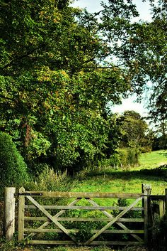 Garden gate by Rick Wilks, England Country Farm, Country Life, Country Fences, Country Living, Farm Gate, English Countryside, Garden Gates, The Great Outdoors, Beautiful Gardens