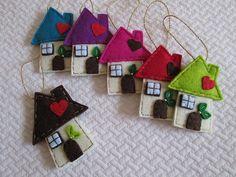 Christmas House Ornaments - Felt House Ornaments - Handmade decors - Ornamento di Natale Casetta in feltro Handmade di TinyFeltHeart