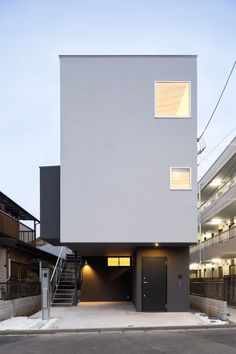 Monochro Cube, Tokyo, Japan by Atelier Tekuto Sacred Architecture, Cultural Architecture, Education Architecture, Japanese Architecture, Residential Architecture, Mini Loft, Narrow House Designs, Small House Exteriors, Micro House