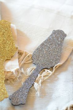 Back in stock just in time for the #holidays! These #French #Glitter Tart Servers add a playful accent to your #tabletop.
