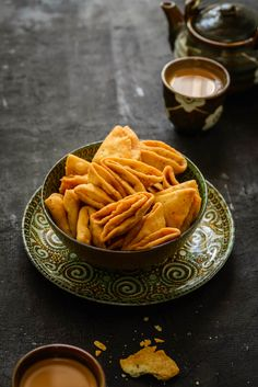 Parti Mathri Recipe or Nimki Recipe is a famous Indian dry snack which can be made ahead and stored for almost a month in an air tight container. Dry Snacks, Savory Snacks, Yummy Snacks, Snack Recipes, Cooking Recipes, Yummy Food, Breakfast Recipes, Indian Snacks, Indian Food Recipes