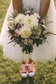 bouquet con dalie, lavanda, spighe di grano e camomilla