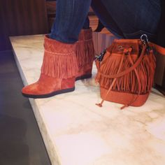 Le Silla Simplicity & Uniqueness with just two accessories. #lesilla #fringe #shoes #bags