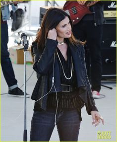 """Idina Menzel on the set of """"Beaches"""" the remake Idina Menzel, Frozen Film, Disney Queens, Middle Aged Women, Hello Beautiful, Lambs, Musical Theatre, Jealous, Adele"""