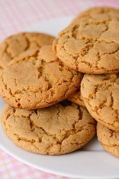 followed as posted with the exception of using brown sugar instead of white, flattened with glass and sprinkled with sugar, bake on metal baking sheet (ungreased)