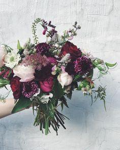 Summer plums #bridalbouquet #plumflowers #peony #scabiosa #blackbacara #daucus #blackcarrot