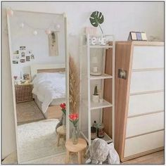 27 Amazing Small Apartment Bedroom Design Ideas And Decor. If you are looking for Small Apartment Bedroom Design Ideas And Decor, You come to the right place. Below are the Small Apartment Bedroom De. Small Apartment Bedrooms, Small Room Bedroom, Room Decor Bedroom, Bedroom Inspo, Master Bedroom, Small Apartments, Ikea Bedroom, Bedrooms Ideas For Small Rooms, Bedroom Furniture