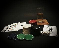 Dalam perjudian poker online, pemain lebih banyak disuguhkan keuntungan disbanding di casino, ragam mode permainan menjadi salah satu contohnya