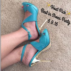 """Bakers High Heels 👠 """"Ansley"""" Beautiful turquoise color in this sexy high-heeled sandal. NWOT, brand new (never worn) textured & smooth patent leather, with shiny gold heel! Cut out detailing, ankle strap. Size 10 but fits my 9-1/2 feet perfectly! 5"""" heel ~ 1"""" platform. 💟PRICE FIRM💟PD168*20 Bakers Shoes Heels"""