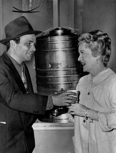 Peter Falk and Bette Davis on the set of 'Pocketful of Miracles'. and by the way.Did you know that you're my idol Ms Davis? Golden Age Of Hollywood, Hollywood Stars, Old Hollywood, Classic Hollywood, Columbo Peter Falk, Bette Davis Eyes, Betty Davis, Charles Bronson, Film Genres