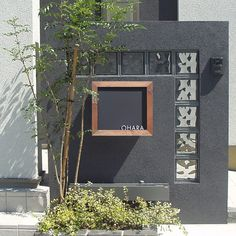"juicygarden: ""There is a mailbox in Black board blackboard implantation model post nameplate""; Gate Design, Sign Design, House Design, Entrance Gates, House Entrance, Japan Modern House, Door Name Plates, Compound Wall, Small Front Yard Landscaping"