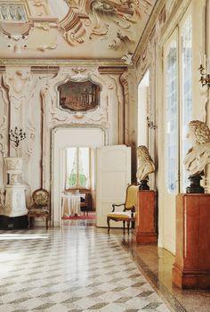 Places: La Villa Sola Cabiati, Lake Como, Italy :: This Is Glamorous Italian Mansion, Italian Villa, Italian Art, Italian Style, Mansion Interior, Interior And Exterior, Interior Architecture, Architecture Details, Interior Decorating