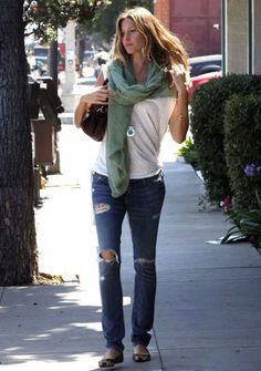 The Simply Luxurious Life®: Rules of Style – Gisele Bündchen Gisele Bündchen, Look Fashion, Fashion Outfits, Fashion Quiz, Fall Outfits, Santa Monica, Ideias Fashion, Celebrity Style, Style Inspiration