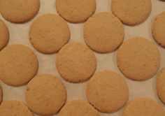 Light and crisp hazelnut biscuits with a lovely hazelnut flavour. Biscuit Recipe, Crisp, Biscuits, Cookies, Desserts, Recipes, Food, Tailgate Desserts, Meal