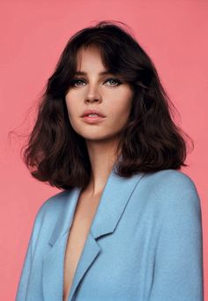 Felicity Jones - retro hair