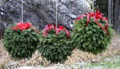 Suvikumpu: HAVUPALLO-OHJE Simple Christmas, Winter Christmas, Christmas Lights, Christmas Wreaths, Christmas Ornaments, Scandinavian Christmas Decorations, Beautiful Christmas Decorations, Outdoor Christmas Decorations, Diy Buttons