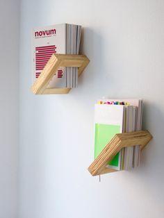DIY Bois : étagère bibliothèque en bois. Réalisez facilement de petites étagères en bois pour votre intérieur : quelques morceaux de tasseaux de bois de Gascogne Bois (http://www.gascognebois.com/). Fixez-les aux murs et le tour est joué! Gascogne Bois est une entreprise française proposant des produits de décoration et d'aménagement pour l'extérieur et l'intérieur, exclusivement en bois. #diy #bois #étagère #bibliothèque #livre