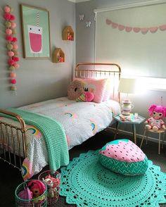 IDEAS PARA DECORAR EL DORMITORIO DE TU HIJA PEQUEÑA Hola Chicas!! Les dejo unas fotografías con ideas de como decorar el dormitorio de tu hija pequeña, todas son ideas hermosas con colores muy divertidos y alegres donde predomina el color aqua y rosa.