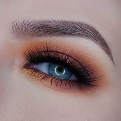 Makeup Geek Eyeshadows in Peach Smoothie, Chickadee, Morocco, Bitten, and Corrupt. Look by @mspaynter.