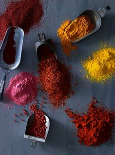 Beautiful spices still life photography styling by Alexandra-Rowley Organic Recipes, Raw Food Recipes, Ayurveda, Spices And Herbs, Saveur, Spice Things Up, Food Styling, Food Inspiration, Love Food