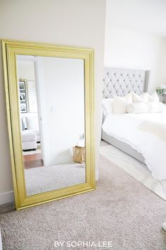 love these small apartment ideas! helped save me so much space and made my apartment look so much bigger College Apartment Bathroom, First Apartment Checklist, First Apartment Essentials, My First Apartment, Apartment Hacks, Apartment Living, Moving House Tips, Moving Hacks, Ikea