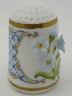 Forget-Me-Not - Nomeolvides. Franklin Porcelain.  Thimble-Dedal-Fingerhut.