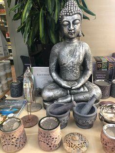 #Buddha #Energie #Energiequelle #Räucherwerk #Räuchern #Duft #Elebnisgärtnerei #Hödnerhof #Ebbs #Mils #DEZ #Innsbruck #Gärtnerei #Eigenproduktion #Pflanzenwelt #Dekowelt Buddha, Innsbruck, Statue, Deko, Sculpture