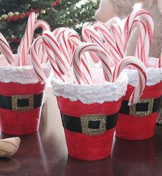 Santa's Belly Treat Cups - Crafts by Amanda Since I'm lazy and poor I'm gonna use the red solo cup, add electrical tape for the belt, cut out gold cardstock squares for the buckle, and hot glue fluffed out cotton balls on the top. Put in some tissue paper and candy and WALLAH a Santa belly treat cup poor girl style! :)
