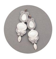 Γεια, βρήκα αυτή την καταπληκτική ανάρτηση στο Etsy στο https://www.etsy.com/listing/185082844/white-wedding-stud-earrings-in