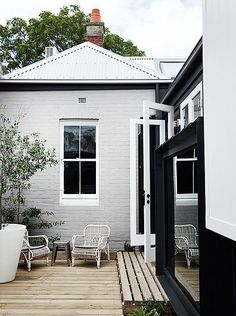 OGrady project Albert Park. Winner Dulux Colour Award Single residential exterior featuring pink door. Shortlisted Houses Awards, Interior Design Awards 2016