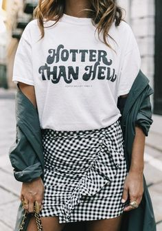 Korean Fashion Inspo You'll definitely want to copy this grungy gingham outfit!Korean Fashion Inspo You'll definitely want to copy this grungy gingham outfit! Street Style Outfits, Summer Fashion Outfits, Fashion Weeks, Ootd Fashion, Milan Fashion, Spring Summer Fashion, Street Fashion, Womens Fashion, Fashion Trends