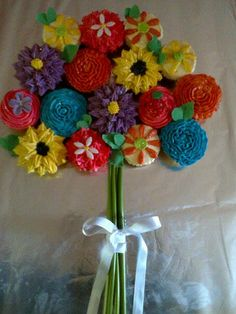 cupcake bouquet Baby Shower Cakes, Cupcake, Crochet Necklace, Bouquet, Cakes Baby Showers, Cupcakes, Bouquet Of Flowers, Cupcake Cakes, Bouquets