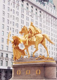 New York City. Grand Army Plaza in front of the Plaza Hotel.