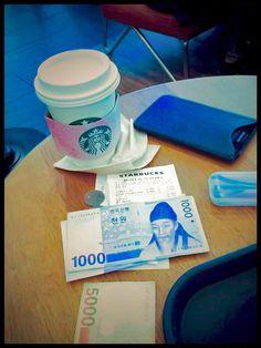 coffee at Starbucks in Seoul photo toberto