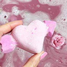 Happy Valentines day everyone! 💘🌹✨I hope you are all having a lovely day! this is the prettiest bath bomb ever though! (I think I may have strained my tail bone. no lie! I can barely walk much 😅 so hot baths are a must! Bath Boms, Pink Baths, Bath Art, Lush Bath Bombs, Lush Cosmetics, Homemade Cosmetics, Lush Products, Best Bath, Pink Sky
