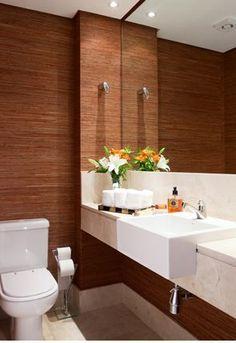 """Ex.: Lavabo com papel de parede """"fibra natural"""", tampo pia e piso em travertino, cuba semi encaixe, espelho continuo. Projeto de Maite Maiani"""
