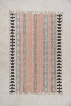 Fans of urban and functional chic, such as the vibrant and functional Scandi Boho style, need this rug in their life! Dainty coral versus stonewashed navy; natu
