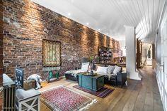 Brick wall & cosy decor