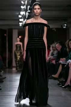A dress designed by Peter Copping, Oscar. de la Renta's successor, who took the reins of the house more abruptly than planned when Mr. de la Renta died in October. (Photo: Nowfashion)
